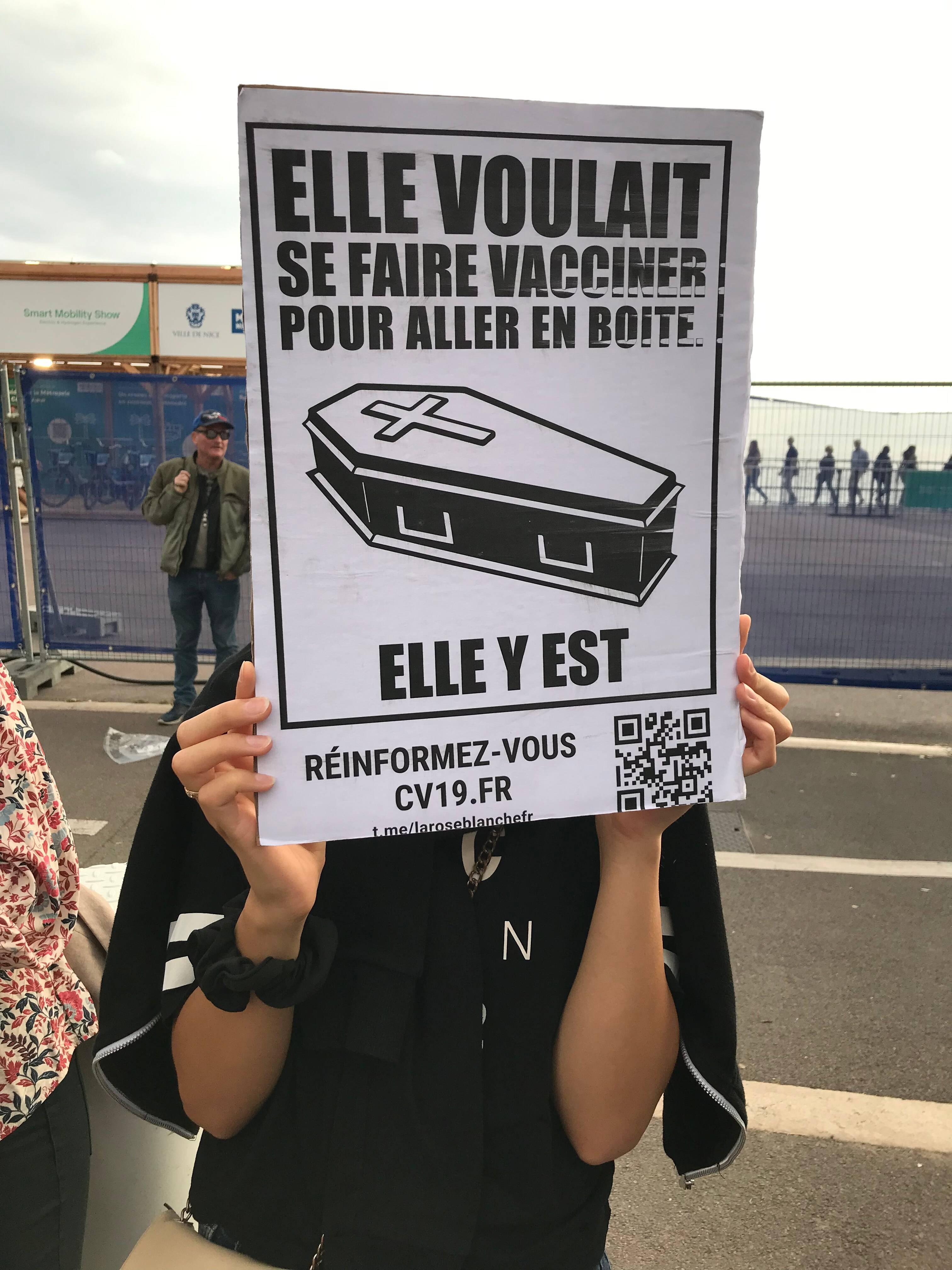 Quel est ce mouvement La Rose blanche dans les manifestations anti-pass et anti-vax?