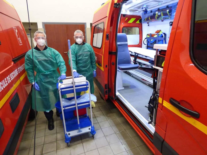 Le local de désinfection et de décontamination des véhicules, utilisé après les interventions.
