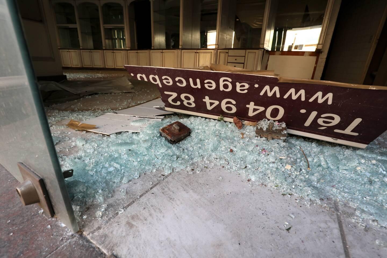 De nombreuses vitrines ont été brisée
