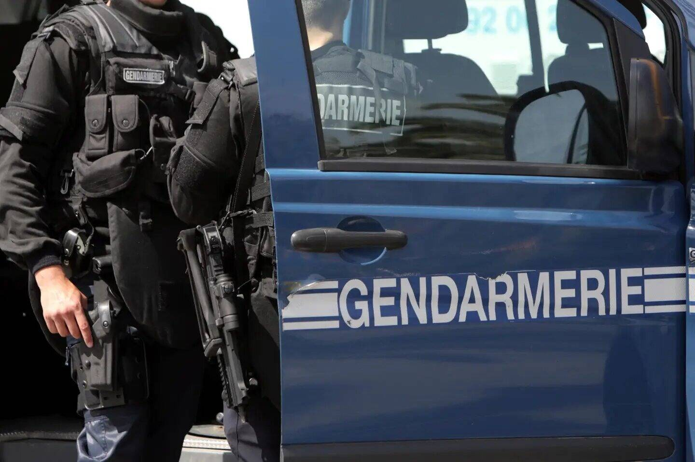 Des gendarmes. Illustration.