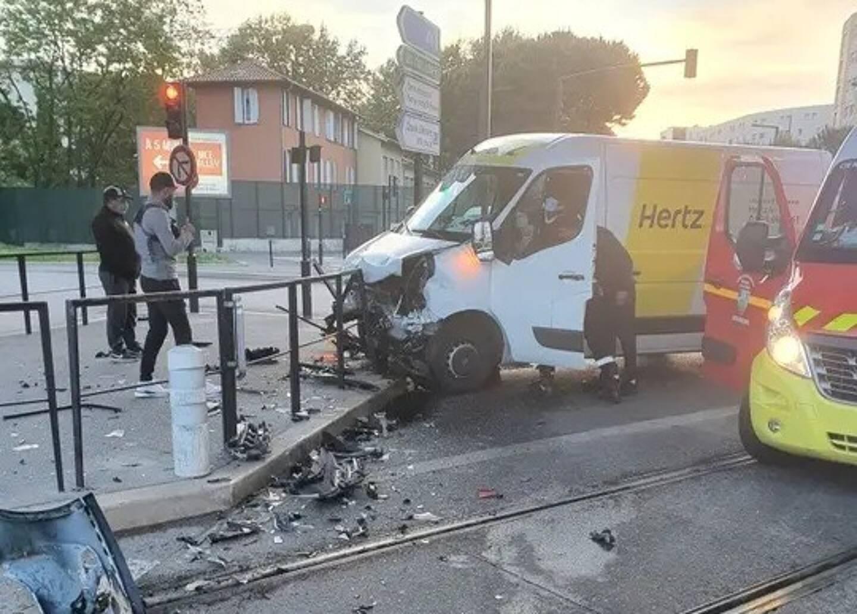 Un accident sur le boulevard du Mercantour perturbe la circulation à l'ouest de Nice ce vendredi matin.