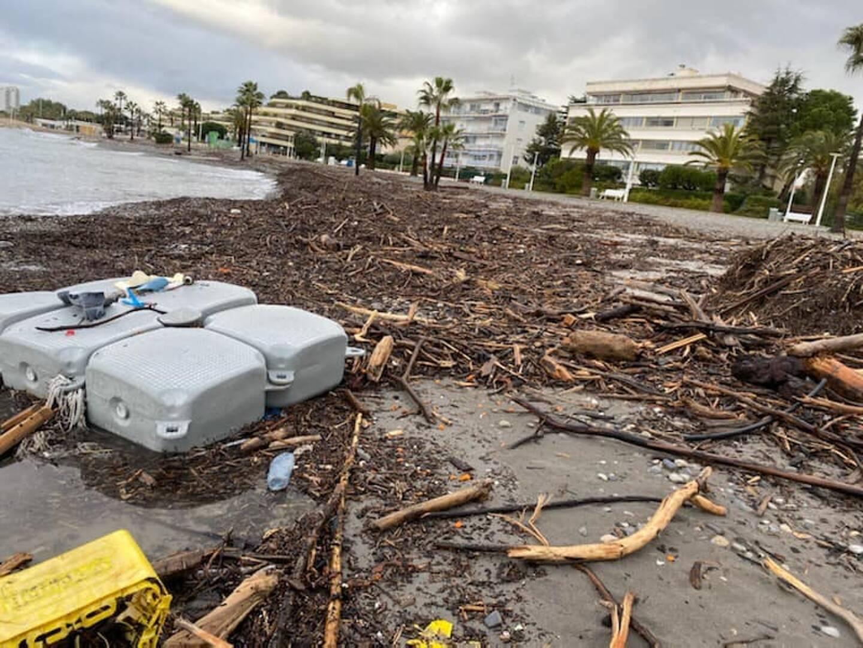 Les plages de Saint-Laurent du Var de nouveau recouvertes de matériaux charriés par le Var, ce dimanche.