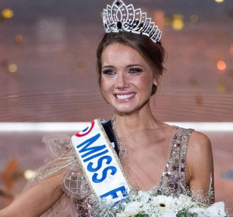 La venue d'Amandine Petit, Miss France dans un centre commercial de Moselle qui a   occasionné un bain de foule, attise la polémique