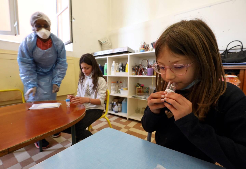 Les tests salivaires ont débuté cette semaine dans les écoles de la circonscription.