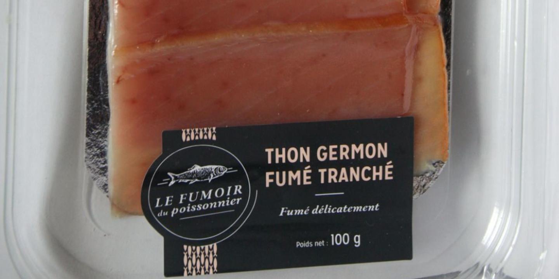 """Il s'agit de thon germon fumé 100g, vendu en barquettes sous vide sous la marque """"Le Fumoir du Poissonnier""""."""