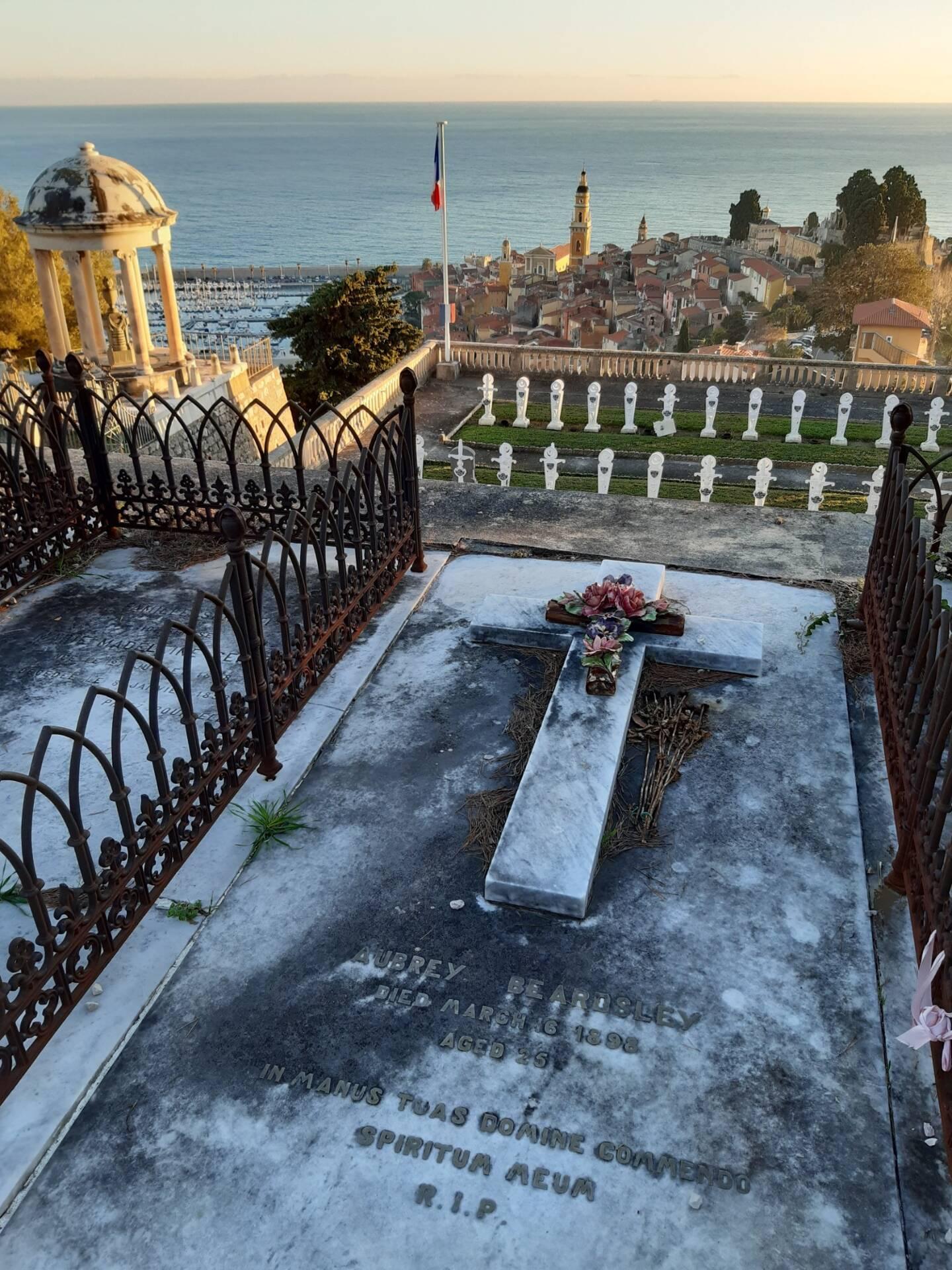 La tombe d'Aubrey Beardsley au Trabuquet.