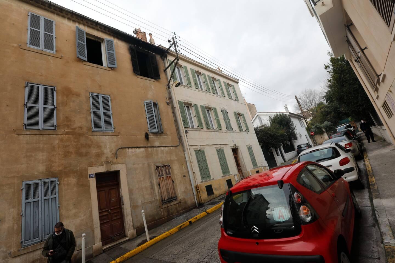 Au deuxième et dernier étage du petit immeuble, l'appartement a été dévasté par les flammes.