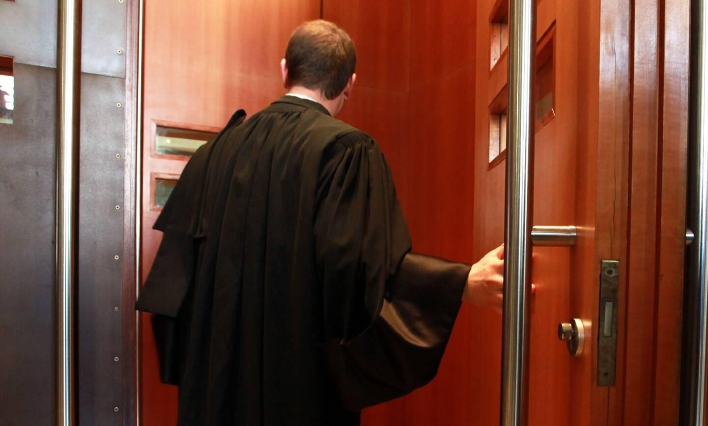 Le faux avocat a été débusqué en plein procès.