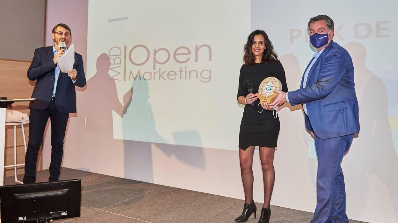 Valérie Higuero, co-dirigeante de l'agence MBD Open Marketing basée à Villeneuve-Loubet, reçoit le Trophée RSE PACA  en catégorie TPE.