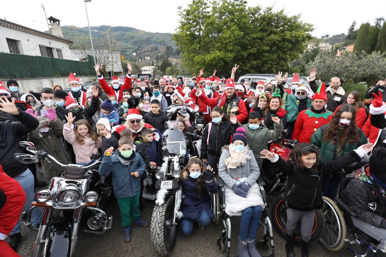 150 motardes et motards en rouge et blanc ont convergé ce dimanche vers Pégomas pour les enfants malades de l'association Adrien.