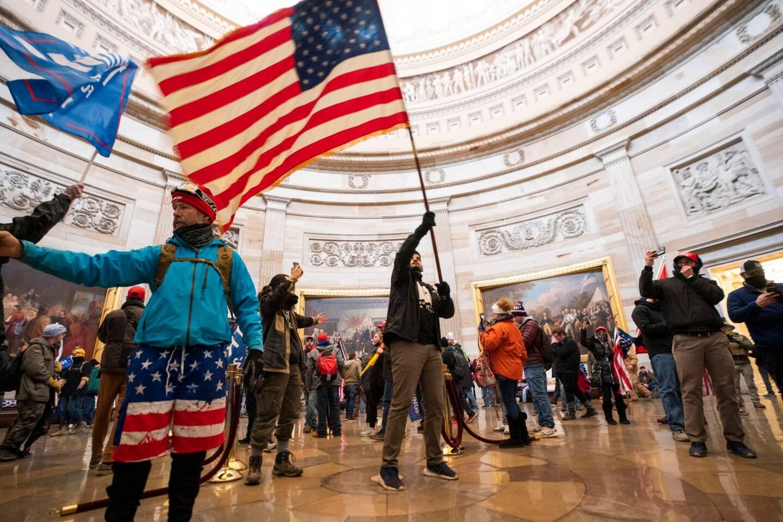 Les militants pro Trum dans le Capitole.