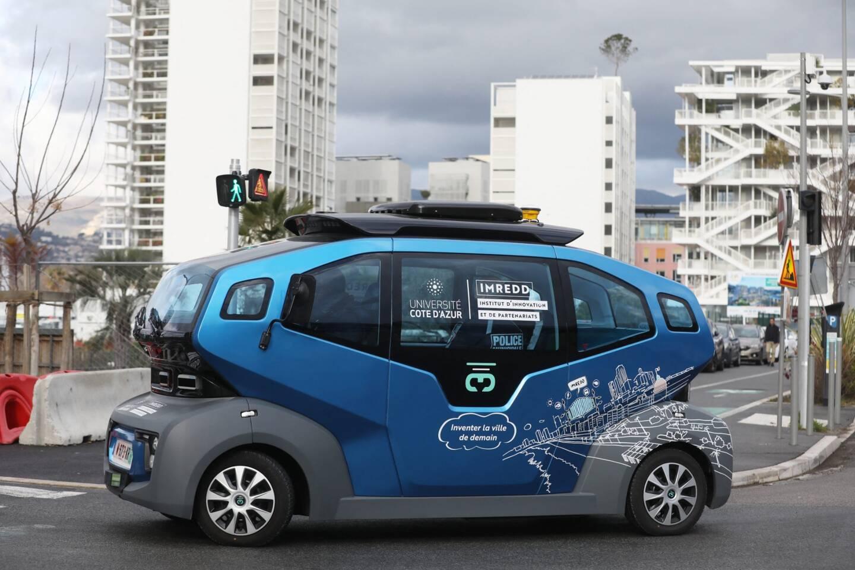Le vehicule sans chauffeur peut accueillir six personnes et rouler jusqu'à 50 km/h. Il sera mis en fonction en 2022.