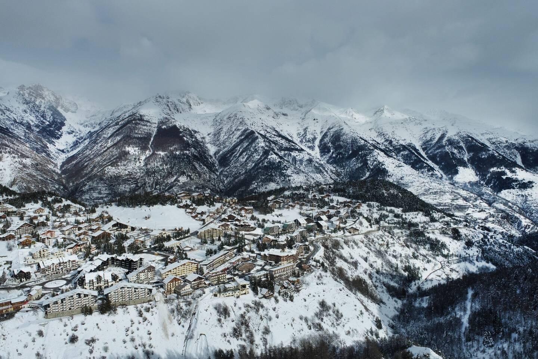 Auron dans les Alpes-Maritimes, ici une vue de la station en drone.